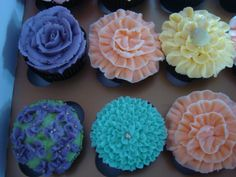 Buttercram Piped Flower Cupcakes