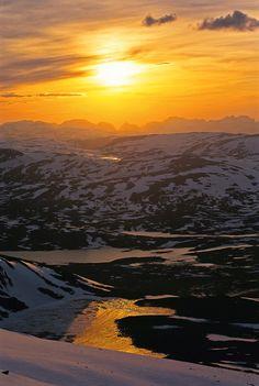 Dovrefjell-Sunndalsfjella nasjonalpark - Norske Naturperler Norway, River, Celestial, Mountains, Sunset, Nature, Landscapes, Outdoor, Paisajes