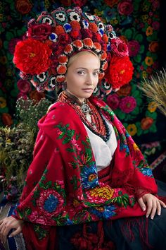 Russian Traditional Dress, Traditional Dresses, Folk Fashion, Tribal Fashion, Women's Fashion, Floral Headdress, Russian Culture, Spring Girl, Folk Costume