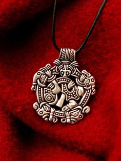 #Gripping #Beast #Pendant replica of the Viking age - Available on ETSY by Pera Peris - House of History