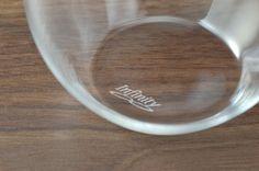 """グラス 0.9 infinityつぼみ <MinJ> 日本産  世界に誇る日本の職人技術と繊細な発想が融合した究極のグラス 0.9mmの極限の薄さを作り上げることで、今までにない口当たりの良さと軽さ、心地よく手元に収まる形を実現 1つ1つ丁寧に手作りされたグラスの底の、さりげない""""Infinity""""の文字が憎い  幅/7.6x7.6cm 高さ/10.8cm 容量/365cc 重さ/55g  *食洗機・電子レンジ 不可 *デリケートなグラスなので、洗う際や氷を入れる際には破損しないよう十分にお気を付けください *本製品はひとつひとつ職人による手作りの製品の為、若干の色や形の違いが有る場合がございますのでご了承下さい  ¥1,836(税込)+送料¥648"""