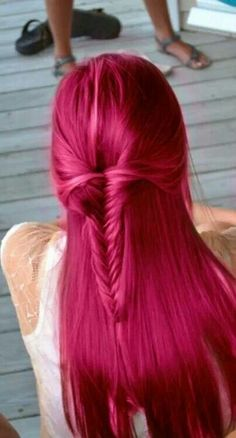Dye your hair simple & easy to ombre Electric hair color - temporarily use ombre pink hair dye to achieve brilliant results! DIY your hair ombre with hair chalk Pretty Hairstyles, Braided Hairstyles, 2015 Hairstyles, Hairstyle Ideas, Summer Hairstyles, Simple Hairstyles, Modern Hairstyles, Girls School Hairstyles, Corte Y Color