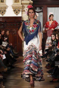 We Love Flamenco 2013 Flamenco Costume, Flamenco Skirt, Traditional Mexican Dress, Traditional Dresses, Spanish Costume, Spanish Fashion, Mexican Dresses, Trendy Fashion, Womens Fashion