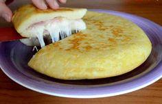 No hay nada más interesante que preparar un plato nuevo ¿verdad? Sin ninguna duda sabes preparar una tortilla. Y eso puede ser la receta tradicional: con cebolla o sin cebolla. Sin embargo, puede que pronto tengamos que incluir una nueva modalidad, y es que la receta de tortilla de hoy es francam