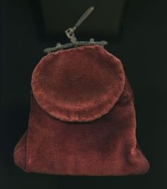 Purse (image 1) | mid-to-late 15th century | velvet, iron | Museum of London | ID #: 4487