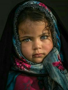 Photography portrait beauty children New ideas Pretty Eyes, Cool Eyes, Beautiful Eyes, Beautiful People, Precious Children, Beautiful Children, Beautiful Babies, Kids Around The World, People Of The World