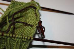 Hvordan strikke sokker / ull labber – Boerboelheidi Accessories, Om, Fashion, Moda, Fashion Styles, Fashion Illustrations, Jewelry Accessories