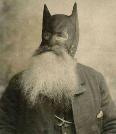 funny thelazyliquid:The original batman Old Pictures, Old Photos, Art Zen, Weird Vintage, Funny Vintage Photos, Bizarre, Weird And Wonderful, Vintage Photographs, Vintage Halloween