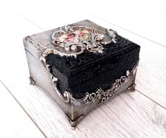 Decoupage Box, Decoupage Vintage, Wood Box Design, Clay Box, Painted Wooden Boxes, Altered Boxes, Jewellery Boxes, Bottle Art, Keepsake Boxes