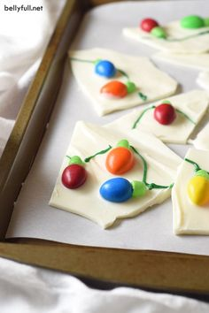 Christmas Tree Lights chocolate bark for the holidays! Cute, fun, easy, and no oven required!