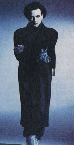 Robert Smith // infamous bowler hat!!