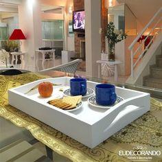 15/12-02 Bandeja Tray branca, tradicional feita em MDF com acabamento em pintura LACA, fica um charme em qualquer ambiente. Breve no site! #eudecorando #bandeja #servir #cafenacama #decor