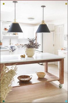Neutral Touches For Fall In The Kitchen Zevy Joy Simple Modern Farmhouse Home Decor Ideas For Fall In Your Kitchen And Dining Room Farmhouse Style Kitchen, Farmhouse Homes, Modern Farmhouse, Farmhouse Kitchens, Farmhouse Ideas, Vintage Farmhouse, Home Design, Fall Fireplace, Industrial Kitchen Design