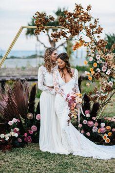 Best of wedding flowers. Hexagonal floral arch Best of Hochzeitsblumen. Wedding Flower Guide, Wedding Flowers, Wedding Dresses, Fall Flowers, Wedding Shoes, Wedding Goals, Wedding Planning, Photos Amoureux, Costumes Assortis