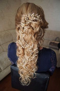 A major part of what makes your hair wedding-ready is the perfect accessory! Whether you are opting for wind-swept wavy hair, sleek ponytails, or effortlessly beautiful loose updos, leave it to hair accessories to give your whole outfit some extra glam and charm! If you are looking for the dream headpiece to complete your bridal … #weddinghairstyles