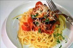 """Pasta alla Norma Hoy viajamos a la bella Italia de la mano del blog """"Cuuking"""". ¡Nos va a preparar una deliciosa receta de pasta que seguro os encantará!Os recomiendo seguir…"""