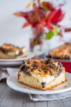 SUGARTOWN: Kynutý špaldový koláč s tvarohem, povidly, mákem a drobenkou/Yeast spelt sheet cake with curd cheese (quark), poppy seed and plum jam filling, gingerbread crumble topping and almond flakes