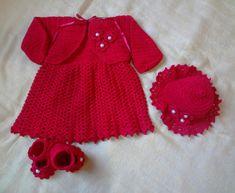 Kit maternidade menina, confeccionado em crochê com fio de algodão, composto por vestido, sapatinho, chapeuzinho e bolerinho, com detalhes em flor de crochê e pérola. Escolha a sua cor e, se quiser escolher o modelo é só enviar a foto que posso confeccionar. Tamanho 0 - 3 meses.