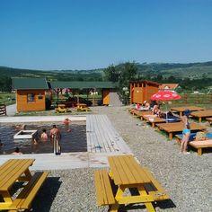 Magyarországon a wellness fürdők, szállodák az elmúlt mintegy másfél évtized turisztikai slágerei, de Székelyföldön hasonló élményeket talán még különlegesebb kiadásban kapunk meg. A tradicionális fürdőhelyek – pl. Szováta, Tusnádfürdő – a szolgáltatások széles kínálatával várják a vendégeket, azonban az igazi székely wellness mégiscsak a feredő. A természetközeli, a legtöbb esetben családias méretű és a legkülönfélébb vizekkel rendelkező feredők is évszázados múltra tekintenek vissza és… Basketball Court