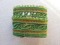 Pulseras Araia: Brazalete macrame hilo 0'8 mm verde y dorado