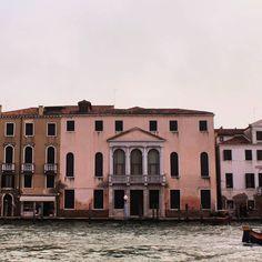 """Mi piace"": 4, commenti: 0 - 𝓵𝓾𝓲𝓼𝓪 (@luise__a) su Instagram: ""Escape the ordinary. . . . . . . #venice #venezia #veneziagram #veneziaph #venezia_in #venezia🇮🇹…"" The Ordinary, Venice, Mansions, House Styles, Instagram, Manor Houses, Venice Italy, Villas, Mansion"