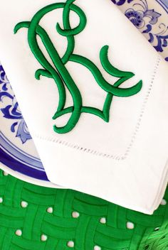 stunning green monogrammed napkins with blue china Monogram Design, Monogram Styles, Monogram Fonts, Monogram Towels, Monogrammed Napkins, Linen Napkins, White Napkins, Embroidery Monogram, Embroidery Designs