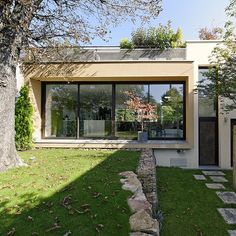 Une maison contemporaine qui s'intègre parfaitement dans la nature