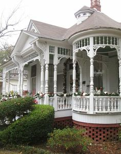 Victorian Porch, Victorian Style Homes, Victorian Cottage, Victorian Interiors, Style Cottage, Cozy Cottage, White Cottage, Style At Home, Victorian Architecture