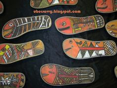This was the idea I had 2 years ago for a project. Mine did not turn out well. Flip Flop Fish - Art for kids using recycled materials and inspired by Australian Aboriginal X-ray art. Art Lessons For Kids, Art Lessons Elementary, Art For Children, Aboriginal Art For Kids, Aboriginal Painting, Aboriginal People, Kunst Der Aborigines, Aboriginal Culture, Aboriginal Education