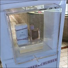 This Burberry Her Parfum Mini Museum Case Detail post reveals the clear Acrylic Case extends outboard both front and back. Retail Fixtures, Store Fixtures, Visual Merchandising, Clear Acrylic, Burberry, Fragrance, Museum, Cases, Detail