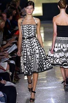 Donna Karan Spring 2003 Ready-to-Wear Fashion Show - Donna Karan, Isabeli Fontana Native American Print, Native American Fashion, Native Fashion, Fashion Models, Fashion Show, Fashion Design, Women's Fashion, Dona Karan, Wool Dress