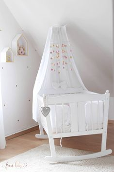 – DIY ~ Mobile fürs Babybett – Related posts:How gorgeous is this? From the neutral color scheme, to the adorable cabin bed,. Handgemachtes Baby, Baby Beds, Minimalist Baby, Baby Zimmer, Baby Nursery Bedding, Baby Bassinet, New Baby Cards, Diy Bed, Baby Gifts