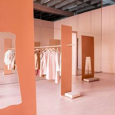 Super clothes store interior design pop up Ideas Shop Interior Design, Retail Design, Store Design, Pop Up, Tienda Pop-up, Displays, Bath And Beyond Coupon, Retail Interior, Deco Design