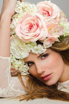 The Rose Garden, flowers in her hair Pelo Vintage, Parfum Rose, Floral Headdress, Foto Art, Floral Fashion, Floral Hair, Belle Photo, Flowers In Hair, Fashion Photo