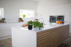 It is important to look at the increased value of your home that is provided by the improvement of new kitchen countertops Major Kitchen Appliances, Refacing Kitchen Cabinets, Kitchen Worktop, Kitchen Gadgets, Kitchen Hacks, Condo Interior Design, Kitchen Interior, Kitchen Decor, Kitchen Staging