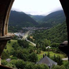 Vista a Vielha desde el Campanario de Sant Fèlix, en Vilac ツ  #valdaran #vilac #pirineos #church #vielhaentumano #vielha