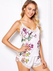 To find out about the Flower Print Cami Top & Shorts Pajama Set at SHEIN, part of our latest Night Sets ready to shop online today! Cami Tops, Georgia, Floral Tops, Floral Prints, Young Models, Pajama Shorts, White Style, Sensual, Nightwear