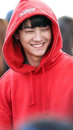 I love JB smile and this hoodie