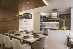85 m² Suite with modern and well-organized decoration Down Ceiling Design, Wooden Ceiling Design, Dining Room Design, Dining Room Table, Dining Area, Dinner Room, Kitchen Cabinet Styles, Small Dining, Contemporary Interior