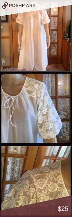 "Beautiful Vintage Sheer & Lace Cream  Vanity Fair This stunning robe is in like new condition. No issues what so ever. It says size 32. Here are the best measurements I can give you.  Bust is 48"". Length is 40"". It is 2 layered nylon. Sleeves are 6"" straight across. Non smoking home Vintage Intimates & Sleepwear Robes"