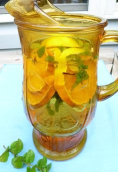 Stay hydrated with herbal teas . keep a pitcher in the fridge for a quick thirst quench Yummy Drinks, Healthy Drinks, Healthy Tips, Natural Detox, Natural Healing, Holistic Healing, Herbal Tea Benefits, Herbal Teas, Low Calorie Smoothies