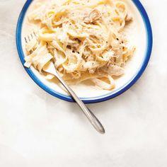 Chicken Fettuccine Alfredo - Recipes to Cook - Pasta Fettuccine Alfredo, Chicken Broccoli Alfredo Pasta, Molho Alfredo, Chicken Fettuccine, Alfredo Recipe, Junk Food, Food Food, Meals, Food Recipes