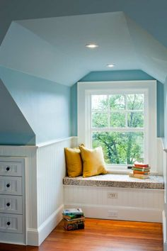 Phenomenal Attic remodel with dormers,Attic bedroom with slanted walls and Attic bedroom twin beds. Girls Bedroom, Attic Bedrooms, Bedroom Decor, Bedroom Ideas, Design Bedroom, Master Bedroom, Trendy Bedroom, Wall Decor, Attic Renovation