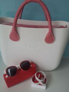 White o bag with red stripe handles O Bag, North London, Bon Jovi, Beautiful Bags, Designer Handbags, Totes, Wallets, Bb, Clock