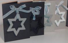 Nog meer Kerst teamwork, Basic kaarten met strijkkralen en strikje. Ook dit met de kinderen, leuk!