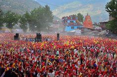 Colors of Kullu Dusshera (Himachali Naati (dance) record). 8760 dancers perform the naati folk dance together. Photo courtesy: Rahul Sud  #kullu #kulludusshera #himachal #kasol #naati #dance #folkdance