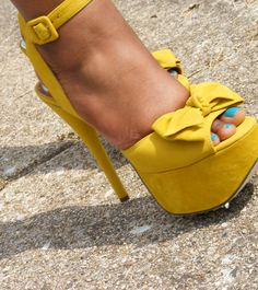 These shoes remind me of sunshine! They look like the Guiseppie Zanotti ones, but they're way cheaper!