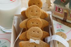 Kitchen Stories: Gingerbread Men Gingerbread Man, Gingerbread Cookies, Christmas Crafts, Christmas Recipes, Christmas Cookies, Kitchen Stories, Biscuits, Food And Drink, Desserts