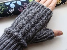 Ravelry: Min egen Mudd pattern by Eva i Halmstad Fingerless Mittens, Peyote Patterns, Knitting Patterns, Knitting Tutorials, Hat Patterns, Loom Knitting, Free Knitting, Stitch Patterns, Mittens
