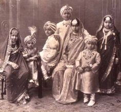 1902 photograph of all the children of the Patiala royal family. Rare Pictures, Rare Photos, Vintage Photographs, Old Photos, Vintage Photos, Indian Pictures, Vintage India, Turbans, Royal Indian